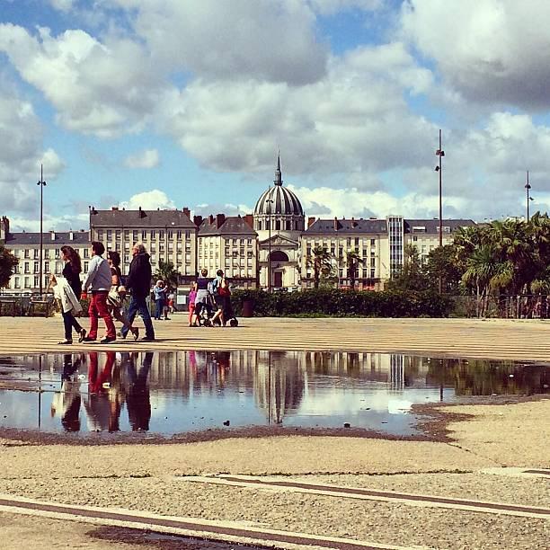 Ville de Nantes place ensoleillée