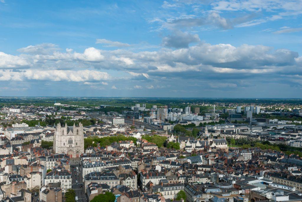 Vue panoramique et aérienne de la ville de Nantes en France