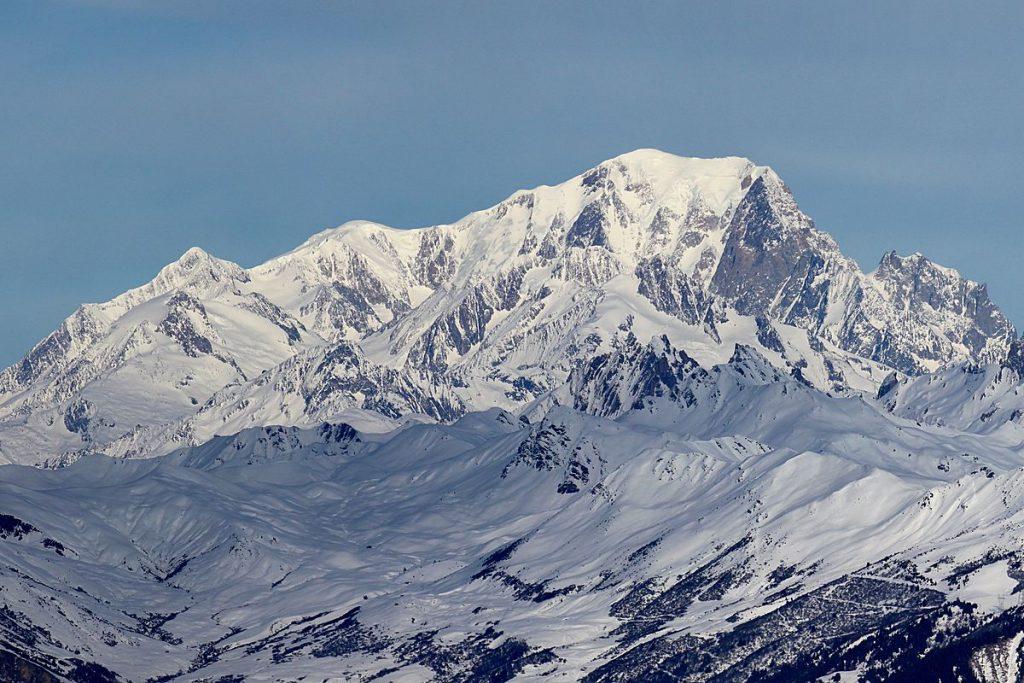 vue sur le mont blanc enneigé